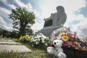 Un monument a été érigé à la mémoire... (PHOTO OLIVIER PONTBRIAND, LA PRESSE) - image 4.0
