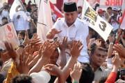 Prabowo Subianto salue des partisans réunis àBanyumas, dans... (PHOTO IDHAD ZAKARIA, ARCHIVES AFP) - image 3.0