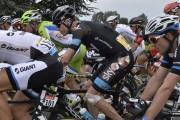 Chris Froome (au centre) a repris la course... (Photo Jeff Pachoud, AFP) - image 2.0