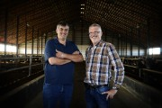 Mario Maciocia et Louis Hébert de la ferme... (Photo Bernard Brault, La Presse) - image 1.0