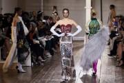 Des vestales chez Valentino, des princesses... (Photo PATRICK KOVARIK, AFP) - image 2.0