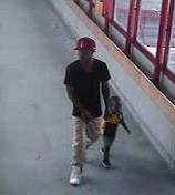 Le père et l'enfant... (Photo fournie par la Police d'Ottawa) - image 1.1