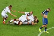 Les Allemands célèbrent leur victoire.... (Photo GABRIEL BOUYS, AFP) - image 1.0