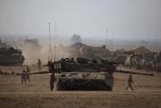 Des chars israéliens postés à la frontière avec... (Photo Amir Cohen, Reuters) - image 3.0