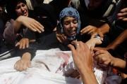 Des proches pleure la mort d'un Gazaoui de... (Phoot Said Khatib, AFP) - image 1.0