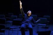 Mani Soleymanlou dans la pièce Un.... (Photo: fournie par La Chapelle) - image 2.0