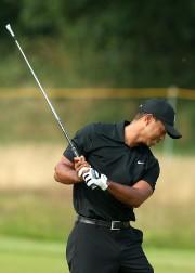 Tiger Woods a connu une journée difficile, vendredi.... (Photo Andrew Yates, AFP) - image 2.0