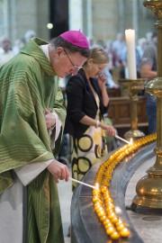 Quelque298 cierges ont été allumés en hommage aux... (PHOTO PAUL VREEKER, REUTERS) - image 3.0