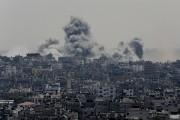 Gaza sous les frappes israéliennes dimanche.... (Photo Adel Hana, Associated Press) - image 2.0