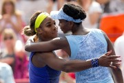 Serena a félicitéVenus à la fin du match.... (PHOTO ROBERT SKINNER, LA PRESSE) - image 1.0