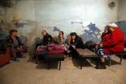 Des résidantsont trouvé refuge dans un abri deDonetsk,... (SERGEI KARPUKHIN) - image 1.0