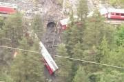 Le déraillement spectaculaire d'un train dans les montagnes... (Photo tirée de twitter, @INTLSpectator) - image 1.0