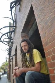 Laurent Gagnon signe l'installation Mèches noires (grand vent),... (Le Soleil, Pascal Ratthé) - image 1.1