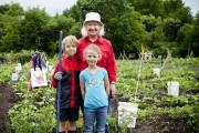 Participer à l'activité de jardinage «grand-parent, petit-enfant» contribue... (Photo Sarah Mongeau-Birkett, La Presse) - image 2.0