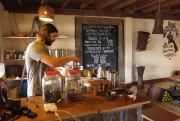 Tyson du Jhai Coffee House en pleine préparation... (Photo Rodolphe Lasnes, collaboration spéciale) - image 2.0