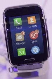 La Gear S, la montre connectée de Samsung.... (Photo Michael Sohn, AP) - image 1.0