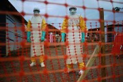 Du personnel de Médecins sans frontières à Kailahun,... (Photo Carl de Souza, archives AFP) - image 5.0