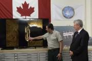 Stephen Harper et Ryan Harris, de Parcs Canada,... (Photo Sean Kilpatrick, PC) - image 1.0