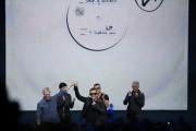 U2 lors du dévoilement des nouveaux produits signés... (Photo STEPHEN LAM, REUTERS) - image 1.0