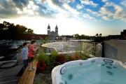 Un spa est installé sur le toit de... (PHOTO BERNARD BRAULT, LA PRESSE) - image 2.0