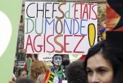 Un homme portant un masque de Guy Fawkes... (PHOTO FRANÇOIS GUILLOT, AFP) - image 1.0