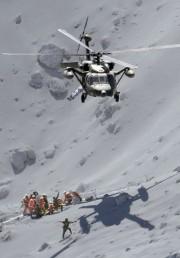 Sept personnes ont été secourues par les hélicoptères... (PHOTO REUTERS) - image 1.0