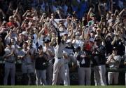 Derek Jeter a quitté le match sous les... (PHOTO STEVEN SENNE, AP) - image 1.0