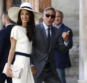 Lundi pour le mariage civil Amal portait un... (Photo PIERRE TEYSSOT, AFP) - image 1.0