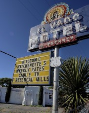 Un motel en ruines de la route 66... (Photo Jim Thompson, AP) - image 1.0
