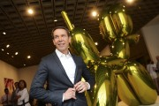L'artiste Jeff Koons avec l'une de ses sculptures... (Photo: archives AP) - image 3.0