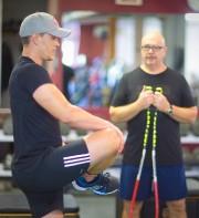 Erik Guay fait des exercices sous l'oeil du... (Photo André Pichette, La Presse) - image 2.0