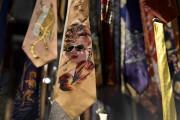 La cravate, symbole de pouvoir, se décline sous... (PHOTO FABRICE COFFRINI, AFP) - image 2.1