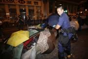 La police hongkongaise a démantelé vendredi à l'aube... (Photo CARLOS BARRIA, AFP) - image 1.0