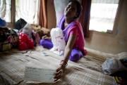 Jyoti montre le chèque de 4000 roupies (70... (PHOTO DAVID BOILY, LA PRESSE) - image 2.0