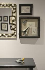 Quelques éléments inspirés d'objets volants décorent les murs... (Le Soleil, Yan Doublet) - image 1.0