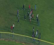 Les élèves ont évacué les lieux en montrant... (PHOTO AP/KOMONews.com) - image 1.0
