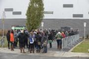 Avant l'ouverture des portes à 13h, des dizaines... (Photo: Sylvain Mayer, Le Nouvelliste) - image 1.1