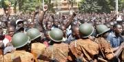 Une foule manifeste devant les quartiers généraux de... (PHOTO ISSOUF SANOGO, AFP) - image 3.1