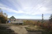Du sommet des montagnes Noires, le regard porte... (Photo Charles-Édouard Carrier, collaboration spéciale) - image 3.0