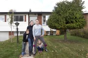 Audrey Lehouillier, Matthew Faulkner et leurs deux enfants,... (PHOTO ROBERT SKINNER, LA PRESSE) - image 3.0