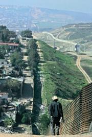 Vue du mur dans la région de Tijuana,... (Photothèque Le Soleil) - image 1.0