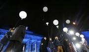 Quelque 7000 ballons lumineux ont été largués un... (Photo MICHAEL DALDER, Reuters) - image 1.0