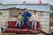 Des enfants s'amusent dans le camp de Majdal-Anjar.... (PHOTO ÉDOUARD PLANTE-FRÉCHETTE, LA PRESSE) - image 3.0