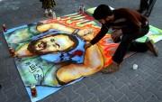 Un Palestinien dessine un portrait de Marwan Barghouthi... (Archives Reuters) - image 2.0
