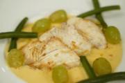 Filet de flétan aux raisins, beurre blanc safrané... (Le Soleil) - image 1.0