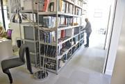 Généreusement éclairé, le nouveau bureau d'Amiot Bergeron est... (Le Soleil, Pascal Ratthé) - image 1.1