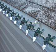 Ces lumières à pince s'agrippent aux gouttières, à... (Fournie par Canadian Tire) - image 1.1