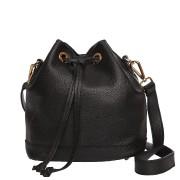 Le sac à main est un accessoire... (Photo fournie par Roots Canada) - image 4.0
