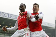 Danny Welbeck (23) a célébré son but avec Olivier Giroud.... (PHOTO IAN KINGTON, AFP) - image 2.0