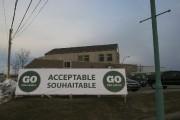Des centaines de pancartes appuyant le projet sont... (PHOTO HUGO-SÉBASTIEN AUBERT, LA PRESSE) - image 1.0